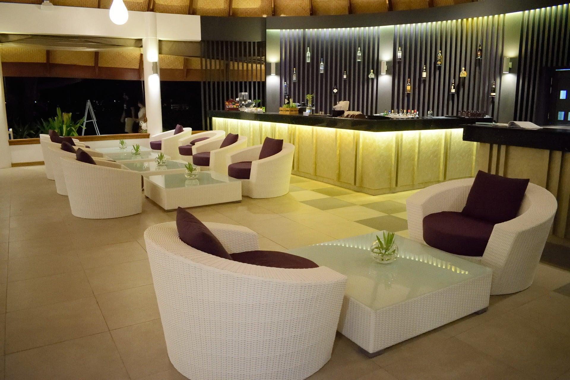 Hall d'un hôtel chic et moderne